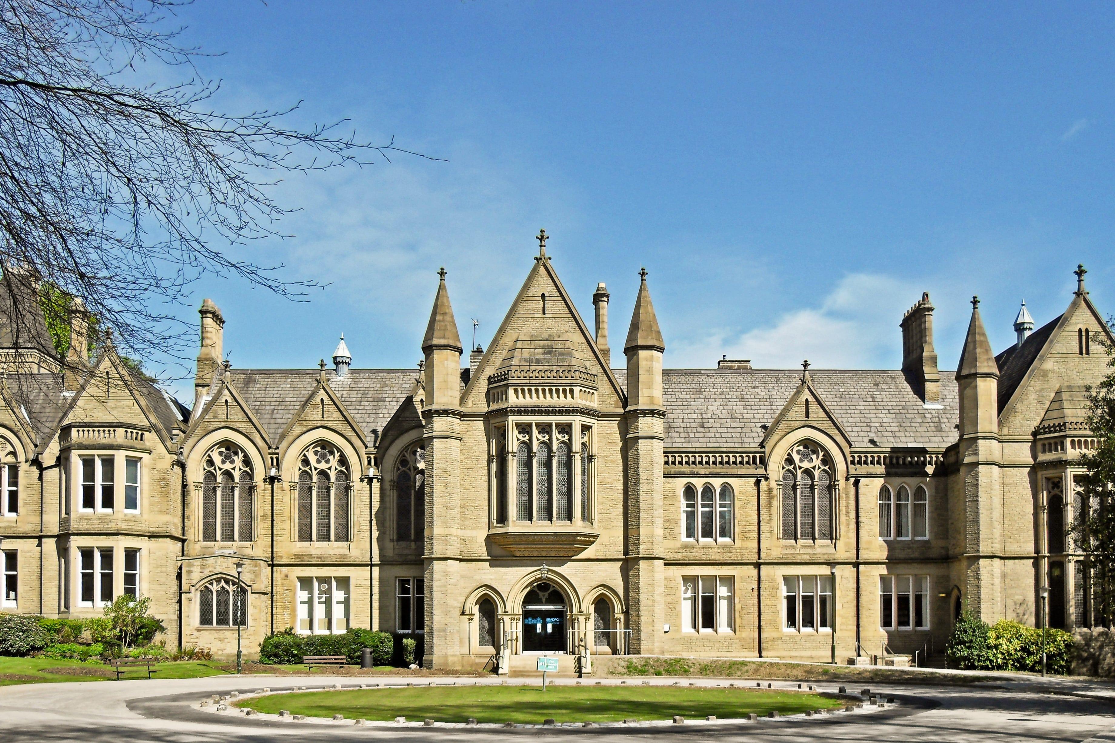 University_of_Bradford_school_of_management_r-1-min